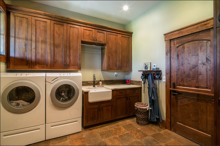 505 Ravenwood - Mud Room and Laundry